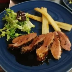 Magret de canard, sauce soja caramélisé, salsifis rôtis