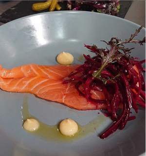 Saumon gravlax – pickles de betteraves – moutarde et citron confit